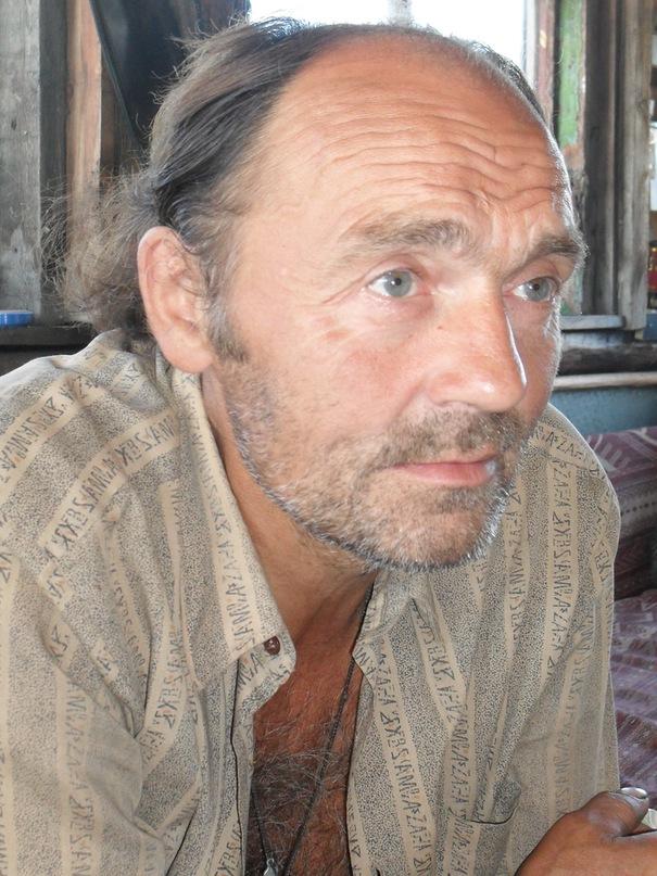 Поэт Николай Колычев на даче