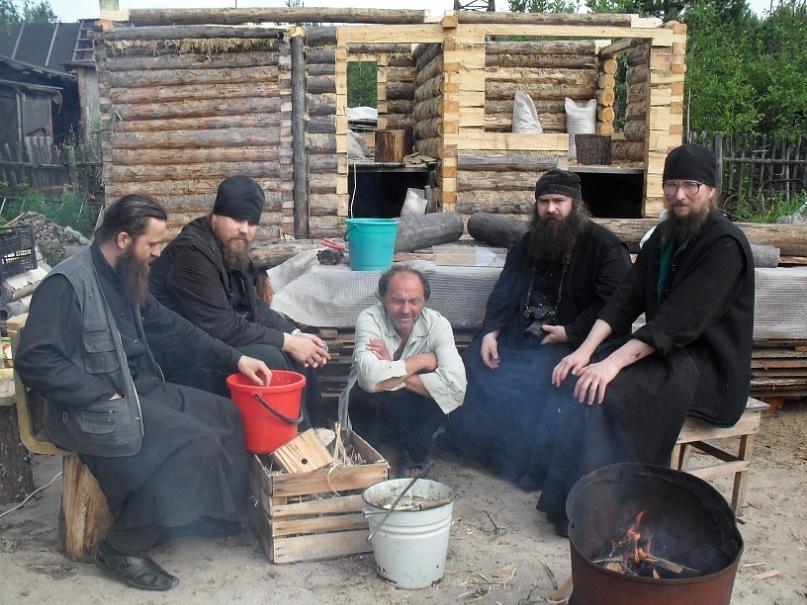 Поэт Николай Колычев на даче. Монахи в гостях